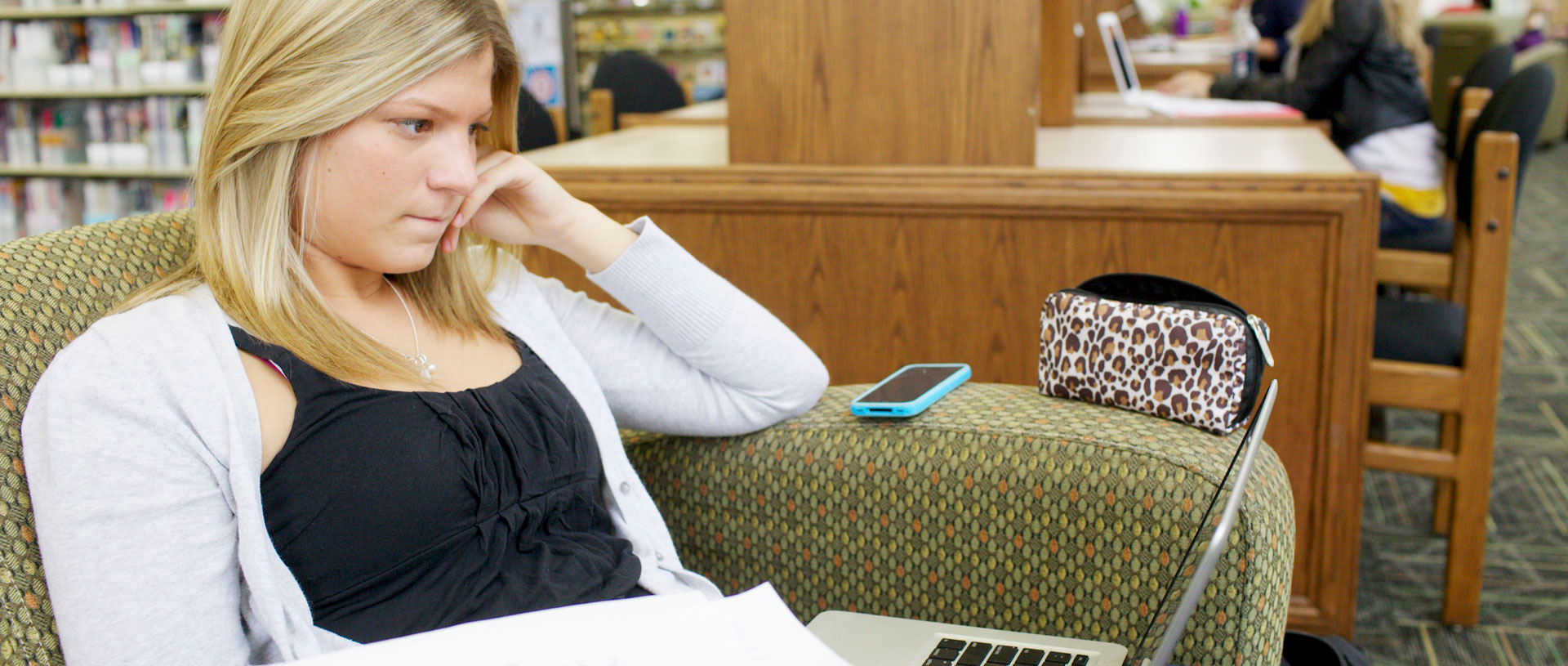 Undergrad female studying in the library.