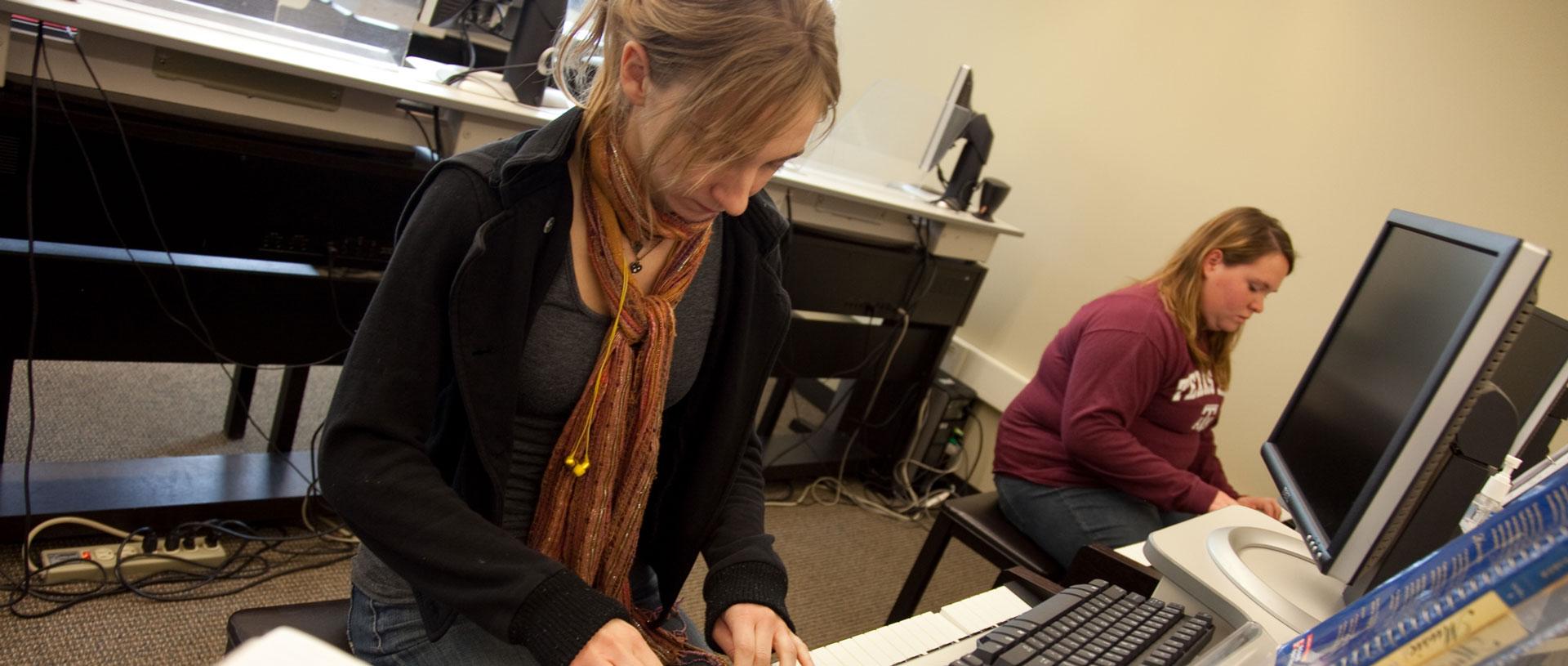 Undergrad students in music class.