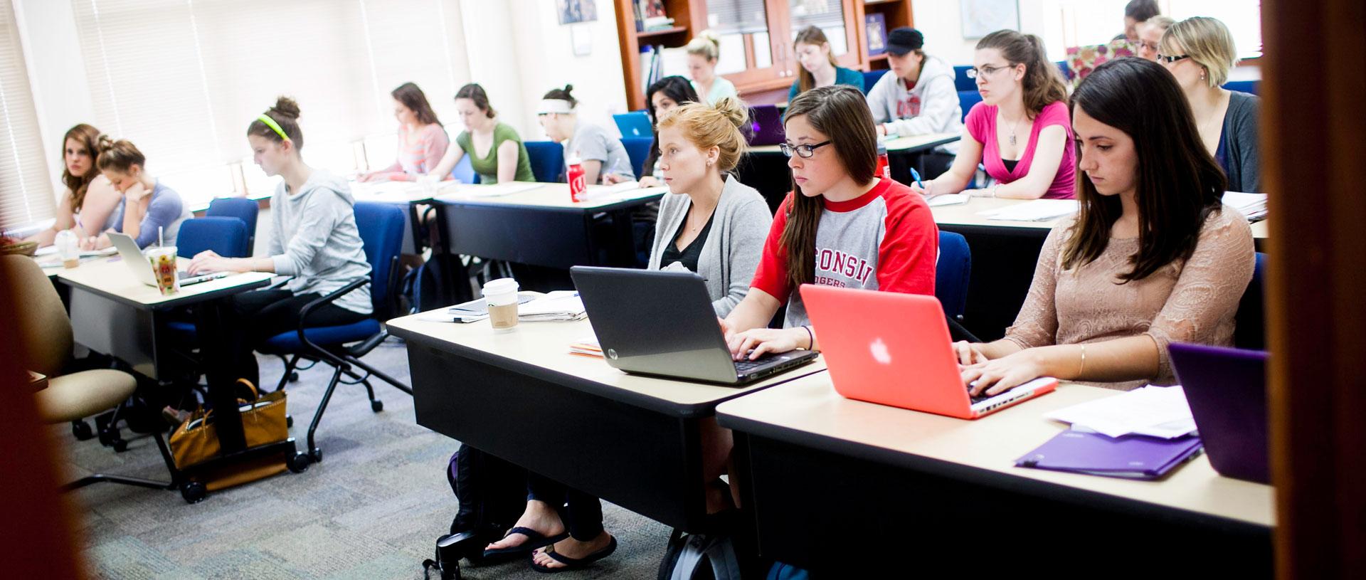 Undergrad students in Predolin classroom.