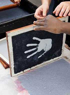 Creating stencil of hand